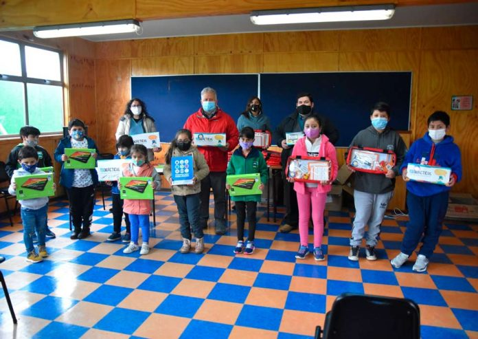 Escuela rural de Dalcahue implementó tecnología sin conexión para enfrentar la vuelta a clases