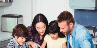 """Niños agotados por culpa de sus """"hiper"""" padres"""