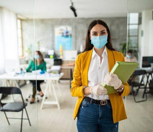 ¿Miedo al regreso presencial? Revisa los beneficios de la ley retorno seguro al trabajo