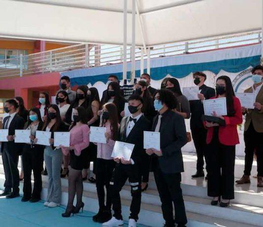 Estudiantes del Liceo Bicentenario IAC Estado de Israel recibieron su título profesional