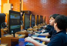 Estudiantes se educarán sobre ciudadanía digital mientras aprenden a programar